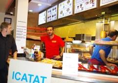 """Qualität ist kein Zufall heißt es bei ACAR-Food im Magdeburger Alle-Center. Wo heute Döner verkauft wird, soll vor vierhundert Jahren das Prachtzelt des Sohnes eines osmanischen Paschas gestanden haben, so berichtet die Magdeburger Sage """"Das Goldene Zelt"""""""